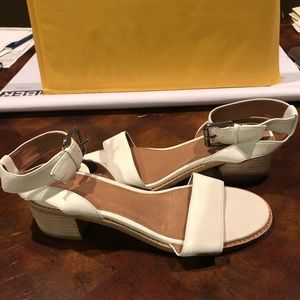 Frye women's sandals white sz 6.5 M new